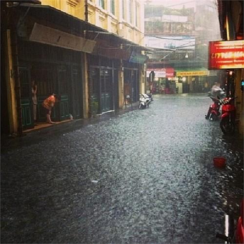 014.Phố cổ Hà Nội thành sông, nước