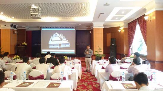 TS. Trần Đức Anh Sơn trình bày tham luận tại hội nghị.
